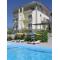 Гостиница с бассейном в Коктебеле с видом на море и горы Карадага